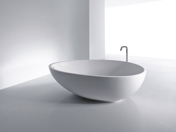浴缸和马桶在一个方向图片