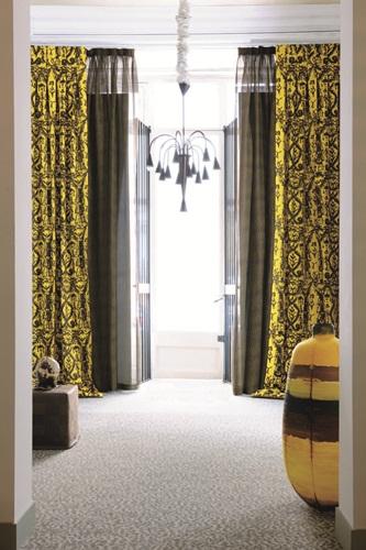 卧室欧式罗马杆窗帘效果图