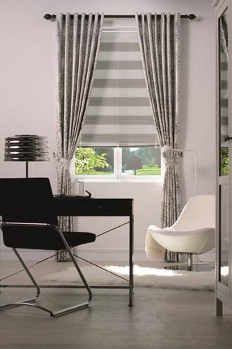 设计师建议,「裙摆」效果的窗帘比较适合古典法式或英式风格的窗帘图片