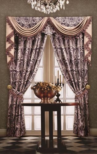 设计师建议,「裙摆」效果的窗帘比较适合古典法式或英式风格的窗帘,其图片