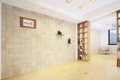 墙面的木作平台与室外的南方松平台同一轴线