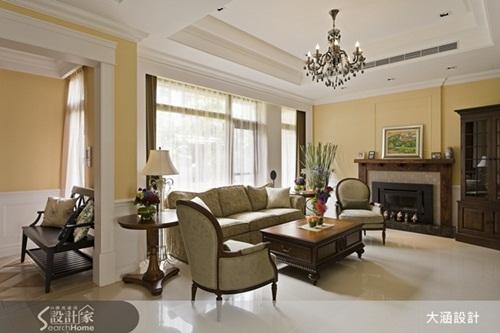 例如设计师於本案客厅空间引入具有美式怀旧风情的造型壁炉,将美式图片