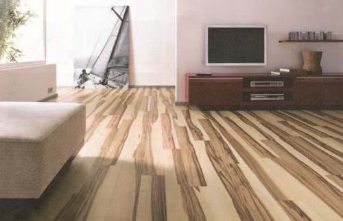 木地板该直铺,横铺?还是要架高?