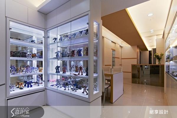 玻璃橱柜设计一方面可做客餐厅的屏风兼展示柜,同时通透材质也减化图片