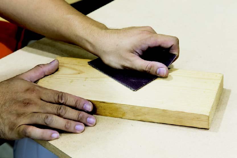 大面积的桌面建议使用打磨机