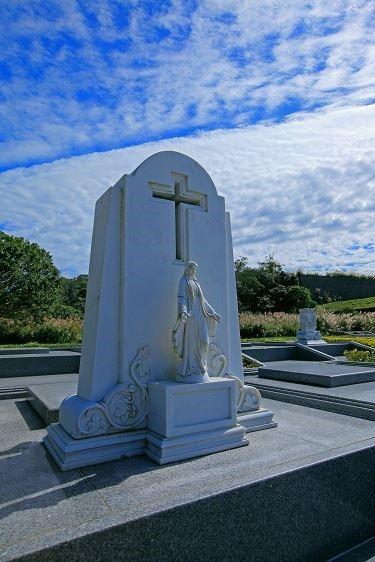 精緻墓園融合多種宗教元素