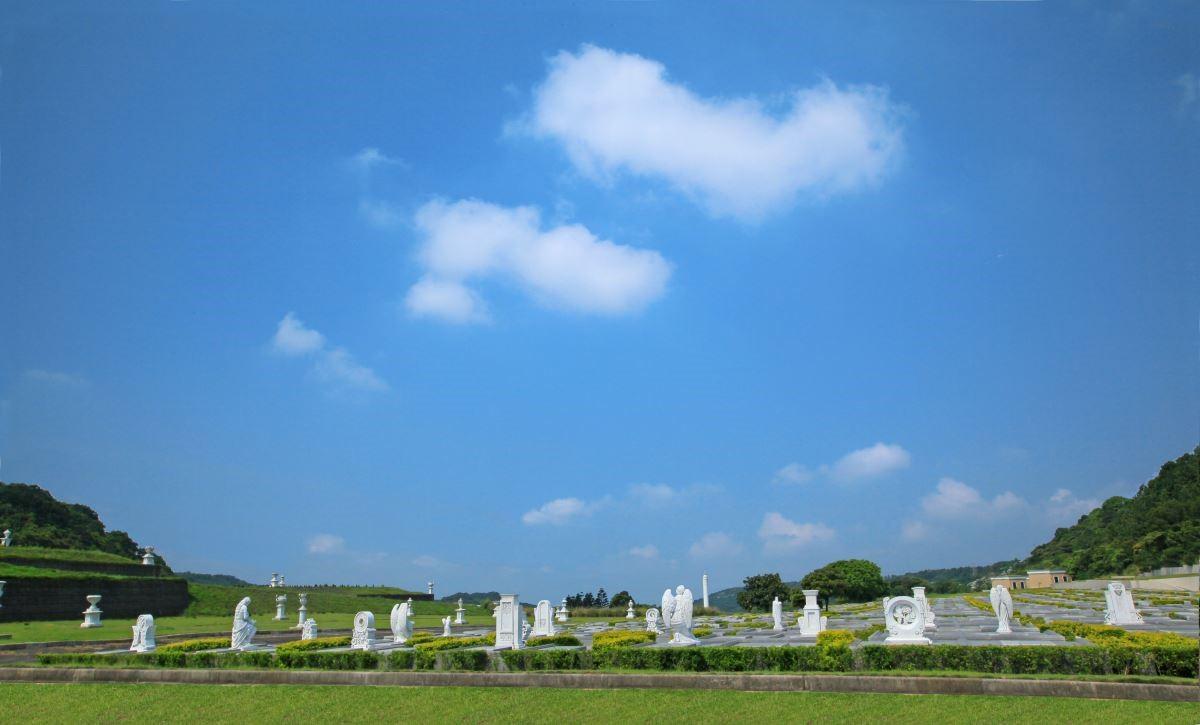 天陵墓園擁有最美麗的藍天白雲