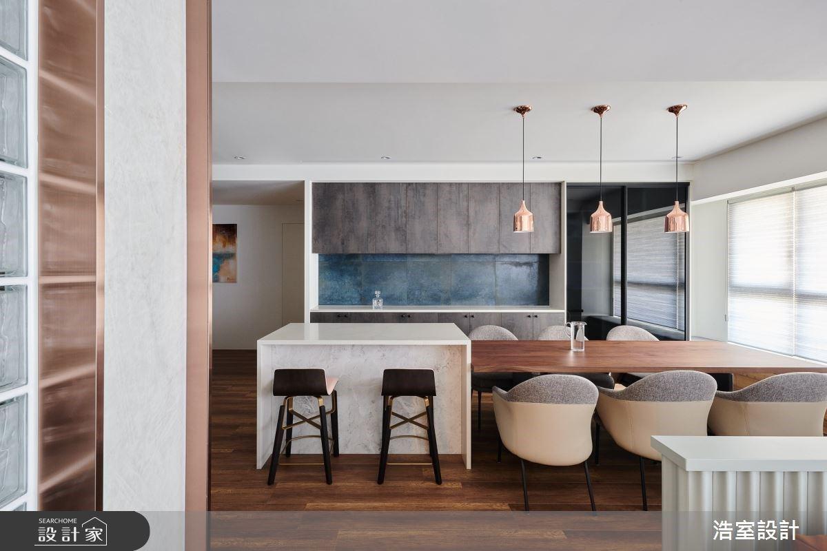 早晨被吧檯的咖啡香喚醒!讓愛馬仕橘、鍍鈦與花磚,特調獨具匠心的現代風豪邸