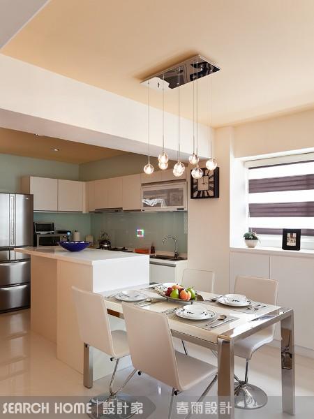 开放式空间的厨房与餐厅